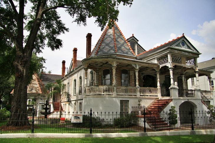 Mansion in the Garden District / Villa im Garden District