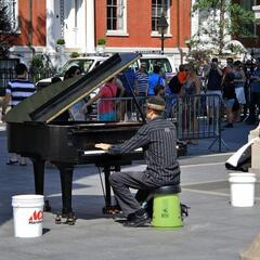 Street Musician in Greenwich Village / Straßenmusikant in Greenwich Village