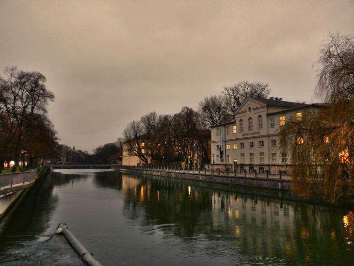 Alpines Museum and Isar River