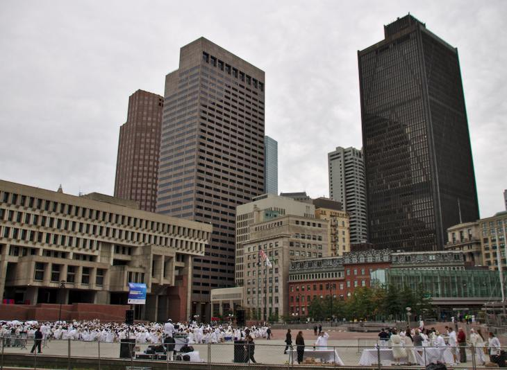 Diner en Blanc at Boston City Hall